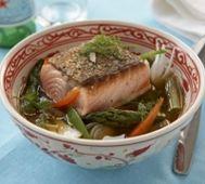 Fisksoppa med halstrad lax