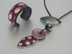 Ikat pendant and bracelet   Kettenanhänger und Armreif nach …   Flickr