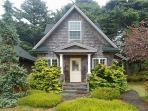 Bunbury is a classic Cannon Beach cottage in Tolovana are with 2 bedrooms 2 bath Sleeps 6 - 61672