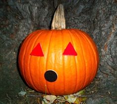 My favorite Halloween jack-o-lantern idea is to stick velcro stickers to the pumpkin and then mix and match felt shapes as the eyes and mouth. It's simple, there's no carving involved and the best part is you can change your design throughout the season! Autumn Activities, Creative Activities, Activities For Kids, Fall Crafts, Halloween Crafts, Crafts For Kids, Halloween Jack, October Art, Sensory Art