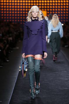 A look from the Fendi Fall/Winter 2016-17 runway show.