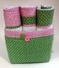 Cesta com toalhinhas de mão Mug Rugs, Hamper, Sewing Projects, Quilts, Mugs, Christmas, Diy, Inspiration, Oven Glove