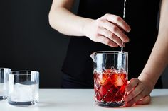 When to Shake vs. Stir a Cocktail on Food52: http://food52.com/blog/10100-when-to-shake-or-stir-a-cocktail #Food52