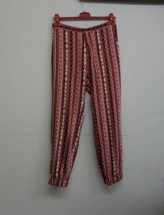 Pantalón estampado http://decosturasyotrascosas.blogspot.com.es/2013/03/pantalon-estampado.html