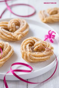 Heart Churros for Valentines Day Saint Valentine, Be My Valentine, Churros, Diy Becher, Cupcakes, Holiday Dinner, Onion Rings, Cookie Bars, Sweet Tooth