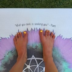 Free you feet!  Spread your toes for improved stability, tone, and control + establish a stronger connection to the earth. #yogaeverydamnda