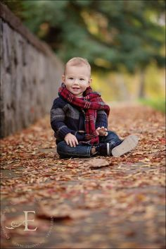 OMG So Cute with Scarf and leaves on ground! OMG So Cute with Scarf and leaves on ground! Fall Baby Photos, Fall Family Pictures, Fall Pics, Toddler Photography, Autumn Photography, Indoor Photography, Fall Children Photography, Sibling Photography, Bebe 1 An