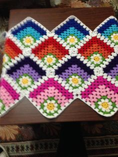 Granny Square 43 from When Granny Meets Filet. Crochet Quilt, Crochet Tablecloth, Crochet Art, Crochet Motif, Crochet Crafts, Hand Crochet, Crochet Projects, Blanket Crochet, Crochet Edging Patterns