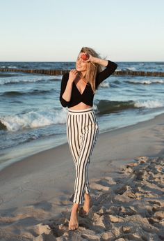 Look of The Day – polish sea (Make Life Easier) Stylish Sandals, Jessica Alba, Striped Pants, Capsule Wardrobe, Daily Fashion, Style Icons, Supermodels, Summer Outfits, Normcore