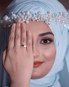 Ebru 🌿 Makyaj-Türban Tasarım @aysimamodaevi #fesleğenfotoğrafçılık🌿 #gelin #damat #düğün #fotoğrafı #tesettür #istanbul #ankara #izmir #antalya #trabzon #adana #fotoğraf #adobe #tbaakleyin #fotoğrafçı #çiçek #vscocam #canon #bayanfotografci #tesettürlügelinlik #tesettur #savethedate #aşk #evlilik #düğün #wedding #weddingdress #weddingstory Muslim Girls, Muslim Couples, Muslimah Wedding Dress, Wedding Dresses, Wedding Couples, Wedding Bride, Diy Fashion Hacks, Beautiful Hijab Girl, Bridal Hijab