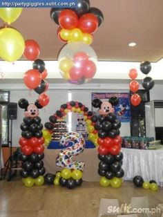 Mickey and Minnie Supplies   Photobooth And Balloon Decor Package Mickey And Minnie Mouse Theme ...