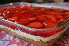 Life is Sweet.Eat the Cake: Strawberry Pretzel Salad. Greek Sweets, Greek Desserts, Köstliche Desserts, Summer Desserts, Greek Recipes, Delicious Desserts, Yummy Food, Yummy Recipes, Recipies