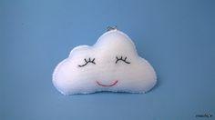 Gosto de nuvens! E as minhas têm carinhas :) Dá uma olhadinha nesse passo-a-passo!