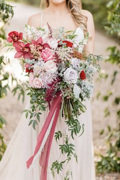 WOWZA! this bouquet is STUNNING #weddingbouquets