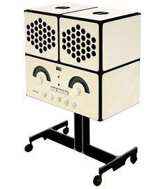 """Brionvega RR126 -- Pier Giacomo e Achille Castiglioni -1965. Apparecchio stereofonico ad alta fedeltà che ha rappresentato una grande novità all'epoca in cui è apparso sul mercato. La sua struttura componibile permette di """"modellarne"""" le parti: spostando gli altoparlanti è possibile infatti disporlo o come un cubo o a mo' di parallelepipedo."""