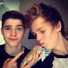 Jack and Caspar with Sid the dragggooonn