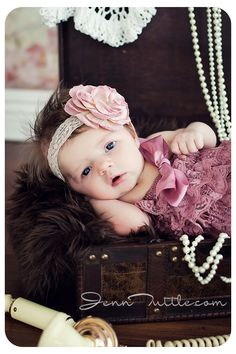 1 month baby photography trunk pearls props. Must do this for Mia.