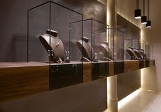 Leo Pizzo jewelry boutique in Milan designed by Diego Bortolato Architetto: wall displays & back-lit panels Jewellery Shop Design, Jewellery Showroom, Jewellery Display, Jewelry Shop, Jewelry Stores, Walmart Jewelry, Jewelry Holder, Custom Jewelry, Jewelry Accessories