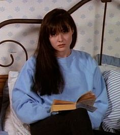 Shannen Doherty reads.