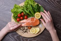 Eating salmon may help slow the growth of artery-clogging plaque in your blood vessels, reduce levels of harmful triglycerides, and lower your blood pressure. Grilled Teriyaki Chicken, Healthy Chicken, Healthy Dinner Recipes, Diet Recipes, Healthy Skin, Healthy Eating, Healthy Life, Anti Aging Creme, Diet Breakfast