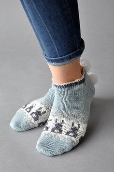 The Bunny Got Back pattern is a free toe-up ankle sock knit in Universal Yarn Bella Cash.  Very cute for Easter and Spring!