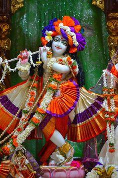 Cute Krishna, Radha Krishna Pictures, Radhe Krishna, Deities, Hare, Doll Clothes, India, Dolls, Handmade