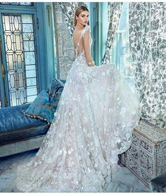 44759e0a3de5 If you've ever wished upon a star to look like a princess, is your dream  coming true! Fantastic Fairy Tale Wedding Dress Ideas, look like a Princess  in your ...