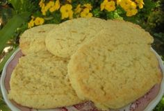 Μπισκοτάκια με ινδική καρύδα Cornbread, Mashed Potatoes, Cookies, Ethnic Recipes, Desserts, Food, Millet Bread, Whipped Potatoes, Crack Crackers
