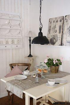i'd love a kitchen corner like this