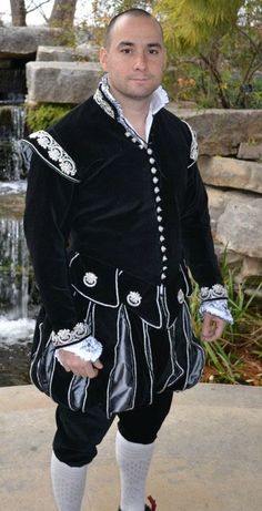 Site that has various examples of recreated Tudor clothing.  Seems to be some re-enactor, some movie based