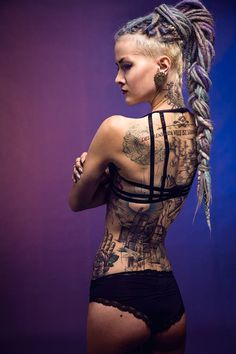 Psychara love her hair so much! Modern Tattoos, Sexy Tattoos, Girl Tattoos, Tattoos For Women, Tattooed Women, Tatoos, Girls Gallery, Cosplay, Tattoo Models