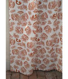 """Gudrun Sjödén   Gardine """"Rönnbär"""" aus Baumwolle/Leinen Unserer Gardine mit Vogelbeermuster haben wir aus einem wunderbaren Baumwolle/Leinen-Gemisch fertigen lassen. Dank der Bindebänder ist sie für die verschiedensten Gardinenstangen geeignet.   Größe 120 x 230 cm Artikelnummer 69305 #vorhang #stoffe #gardine"""