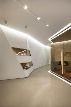 """Zhongtai"", Design: B+H architects, courtesy Fegon Vision Top Interior Designers, Office Interior Design, Office Interiors, Modern Interiors, Folding Architecture, Architecture Details, Interior Architecture, Office Building Lobby, Office Fit Out"