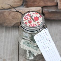 Make this awesome savings jar and learn how to save over $1,000 by next November. Free printable!