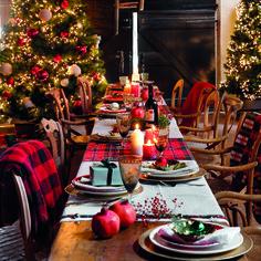 Gold Christmas Decorations, Christmas Table Settings, Noel Christmas, Xmas, Willow Tree Wedding, Pine Tree Silhouette, Deco Table Noel, Strawberry Rhubarb Crisp, Tree Wedding Invitations
