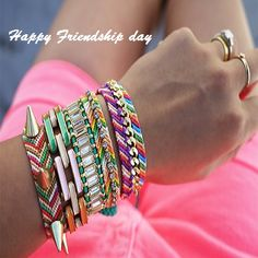 Friendship Embroidery Bracelets Update your old jewelry by incorporating them into your friendship bracelets. - A DIY guide to the original arm party. Arm Party, Best Friend Gifts, Gifts For Friends, Costura Diy, Bracelets Design, Bracelets With Meaning, Embroidery Bracelets, Old Jewelry, Jewelry Ideas