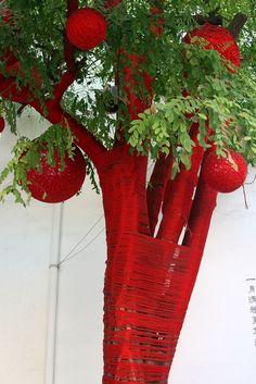 yarn tree Chinese New Year Decorations, New Years Decorations, Christmas Decorations, Garden Art, Garden Design, Landscape Design, Yarn Bombing Trees, Tree Branch Decor, Crochet Tree