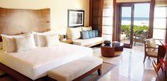 Hôtel Shanti Maurice (Île Maurice) - Ces villas disposent d'une piscine chauffée de 45 m² et de pavillons privés pour petit déjeuner et dîner.  Le jardin privé est équipé d'une douche en plein air et des chaises longues.