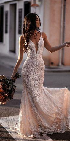 Top Wedding Dresses, Cute Wedding Dress, Wedding Dress Trends, Wedding Bride, Fitted Lace Wedding Dress, Wedding Ideas, Kleinfeld Wedding Dresses, Trumpet Wedding Dresses, Wedding Dress Straps
