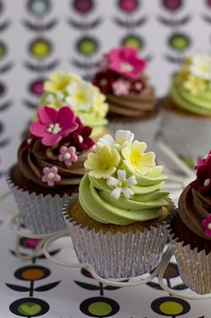 Very cute on mini cupcakes too.