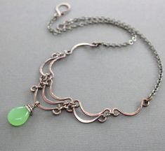 Layered scallop shape copper necklace with apple green chalcedony stone - Cascade necklace - Statement necklace - Stone necklace - Wire Necklace, Copper Necklace, Copper Jewelry, Stone Necklace, Beaded Jewelry, Handmade Jewelry, Earrings, Wire Jewelry Designs, Chalcedony Stone