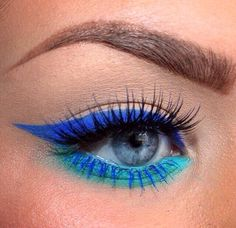 I want to try an eyeshadow contrast like this with blue mascara on the lower lash line...and maybe blue tipped lashes on the upper?