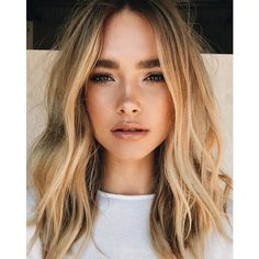 Soft blonde hair waves and natural makeup for beauty inspiration. Hair Day, New Hair, Your Hair, Wavy Hair, Loose Hairstyles, Pretty Hairstyles, Wedding Hairstyles, Middle Part Hairstyles, Cabelo Inspo