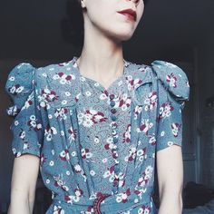 Matching todays fabric dyeing. 1930s rayon floral dress with a long row of fabric buttons, that I once lovingly made, every one. This is still one of my most beloved dresses.