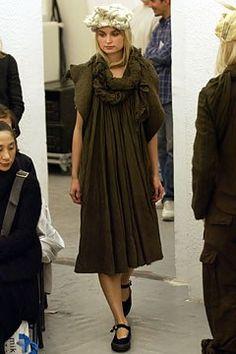 Comme des Garçons Spring 2003 Ready-to-Wear Fashion Show - Rei Kawakubo