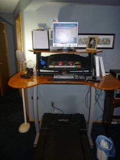 treadmill desk made from pre made desk adding extended legs Cool Diy Projects, Home Projects, Project Ideas, Wood Crafts Furniture, Furniture Ideas, Treadmill Desk, Townhouse Interior, Rustic Floating Shelves, Home Gym Design