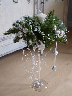 Stroiki, Wianki na Stylowi.pl a festive voice . Christmas Flower Arrangements, Christmas Flowers, Christmas Table Decorations, Christmas Candles, Noel Christmas, Christmas Wreaths, Christmas Ornaments, Elegant Christmas, Holiday Decor