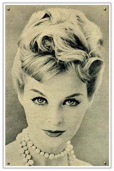 wedding and bridal hair styles and ideas. From bridal hairstyles for short hair, long bridal hair to upstyles, bridal hair accessories and vintage wedding hair. Retro Updo, Vintage Updo, Vintage Wedding Hair, 1950s Updo, Vintage Pearls, Vintage Beauty, 1950s Hairstyles, Vintage Hairstyles, Wedding Hairstyles