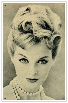 http://3.bp.blogspot.com/-PlmQwuwEGYo/TiWOofRjYsI/AAAAAAAAAPk/zCFtCJ-ce5o/s1600/updo_1950s_hair.jpg