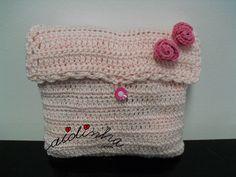 Bolsa, em crochet, rosa claro com rosas